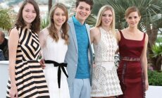 Katie Chang, Taissa Farmiga, Israel Broussard, Claire Alys Julien ir Emma Watson